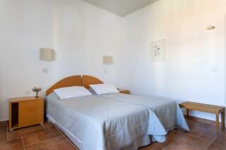 accomodation roumani hotel bed